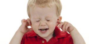 Ребенку громко крикнули в ухо...