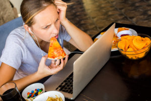 Как избавиться от привычки употреблять большие количества пищи