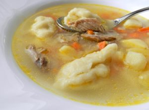 Мясной суп с клецками