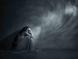 Вечно вяло депрессивное состояние, навязчивое желание причинить себе боль.