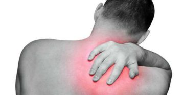 Симптомы болезни - боли в правой лопатке