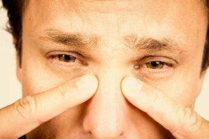 Симптомы болезни - боли в переносице