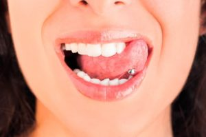 Здоровье полости рта: пирсинг языка