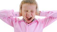 ребенок 1.5 года парень орет, плачет, ноет. не ест.